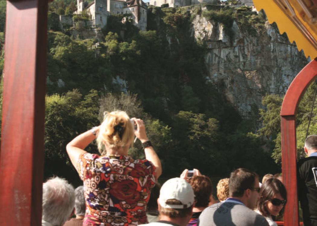 Photo de Saint-Cirq-Lapopie sur gabare © Les CROISIERES de Saint Cirq Lapopie